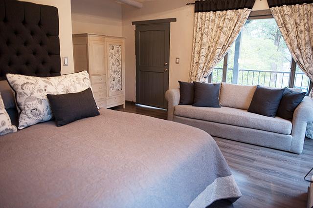 Suite principal doble con baño privado y balcón